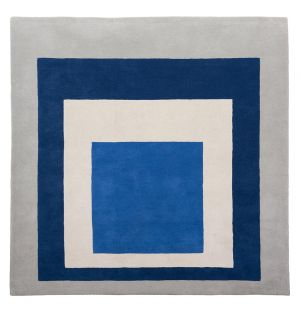 Tapis «Homage to the Square: Blue, White, Grey »