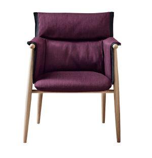 Chaise E005 Embrace en chêne savonné et tissu