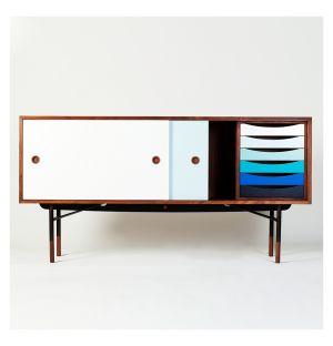 Buffet en noyer et tiroirs bleus