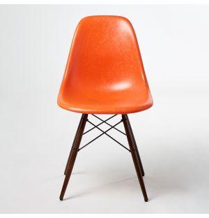 Chaise DSW Fiberglass Red Orange - piètement érable foncé