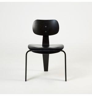 Chaise en bois de hêtre noir SE42