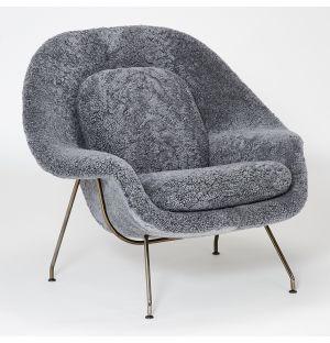 Fauteuil Womb en peau de mouton grise Scandinavian et piètement chromé noir