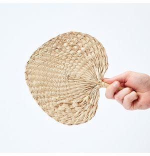 Éventail en feuille de palmier