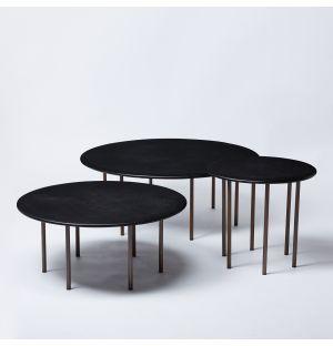 Ensemble de 3 tables basses à six pieds, chêne et laiton - Modèle d'exposition