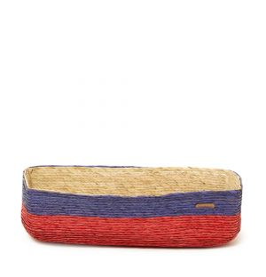 Panier bleu et rouge en fibres de palmier