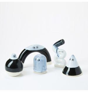 Figurines Familia en céramique noire et blanche