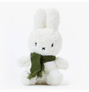Peluche Miffy en laine et son écharpe verte