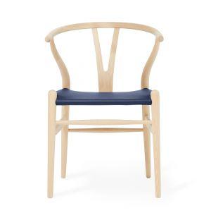 Chaise Wishbone CH24 exclusive en cuir bleu et chêne savonné