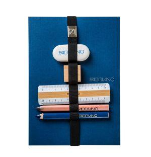Carnet bleu et ses outils